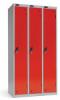 Omklædningsskabe med 1 låge. Omklædningsskabe dimension: bredde = 380mm, dybde = 380mm, højde = 1780mm. 3 sammenbyggede omklædningsskabe . Total bredde =  1140 mm